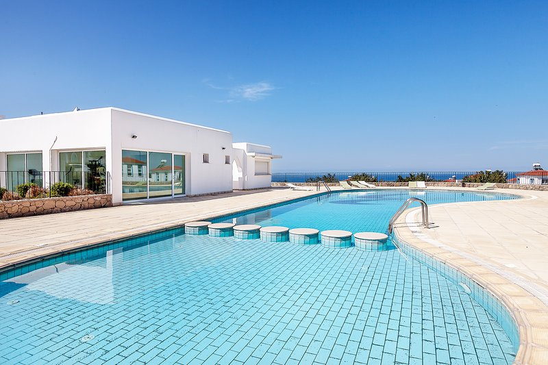 Luxury 2 Bedroom, 10 min from the Casinos, holiday rental in Kormakitis