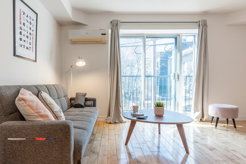 Aywlin 206 - BRAND NEW - loft all equipped - wifi - AC - Subway, casa vacanza a Longueuil