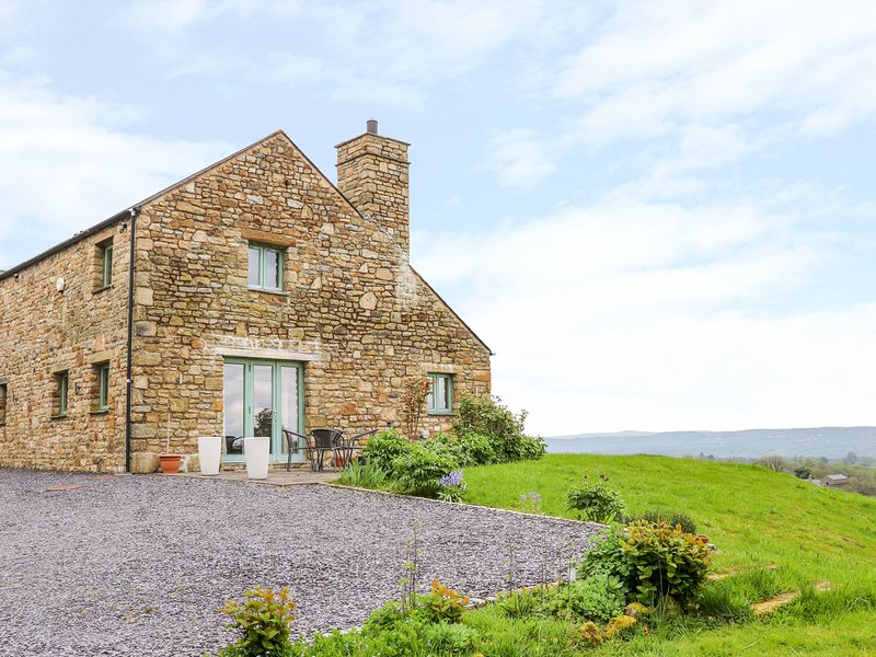 COTTAM HOUSE COTTAGE, woodburning stove, ground floor wet room, super king-size, alquiler vacacional en Chipping