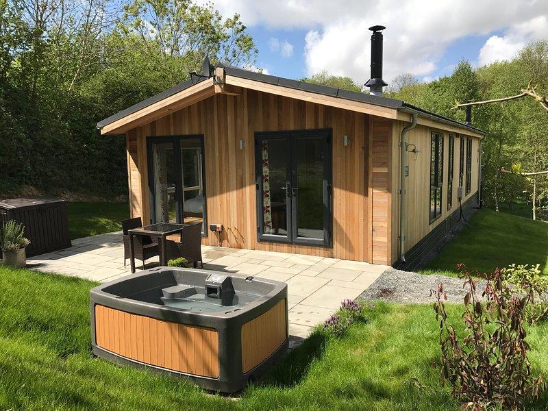 SHEPHERD, all ground floor, woodburner, hot tub, romantic nr Allithwaite, Ref, holiday rental in Cark