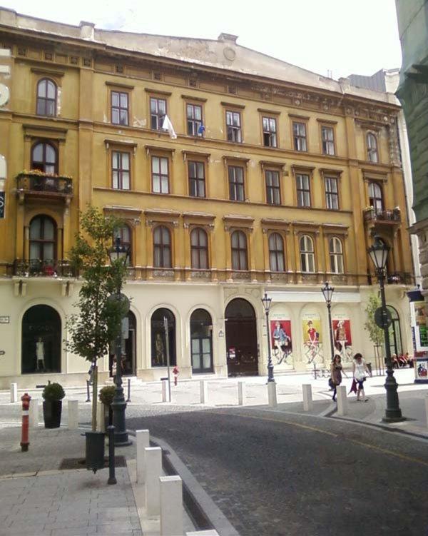 Building Dorottya street - on the main pedestrian area of Budapest