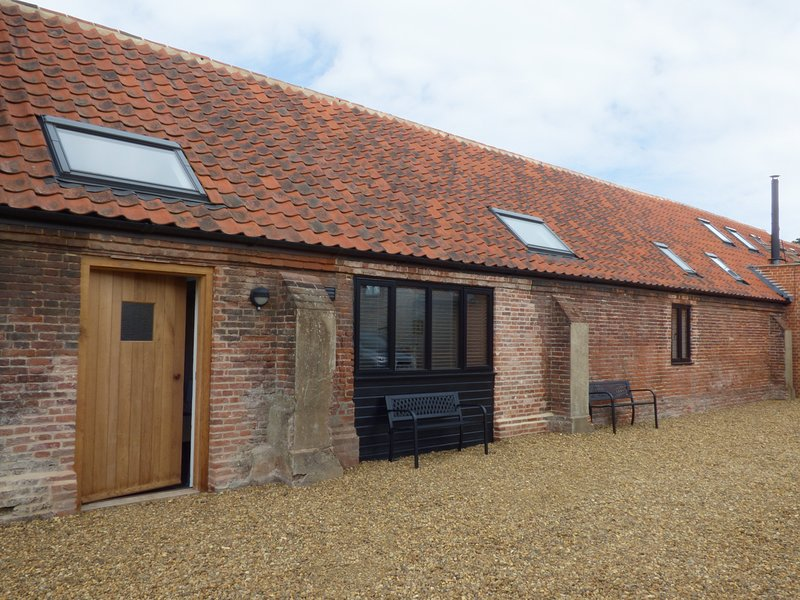 THE LONG BARN, ground floor, character, in Lenwade, Ref 927363, location de vacances à Honingham