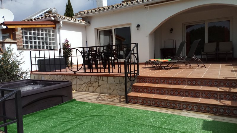 Casa Gosia, close to Cabopino beaches and port, holiday rental in Marbella
