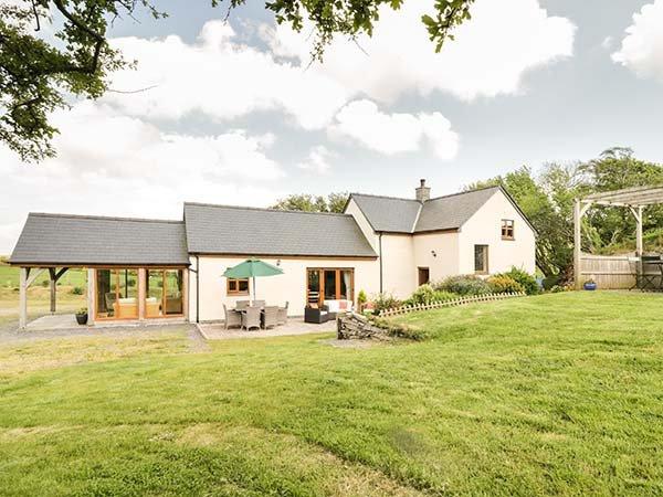 GLAN GORS, detached barn conversion, woodburner, ground floor bedroom, location de vacances à Pentre-Llyn-Cymmer