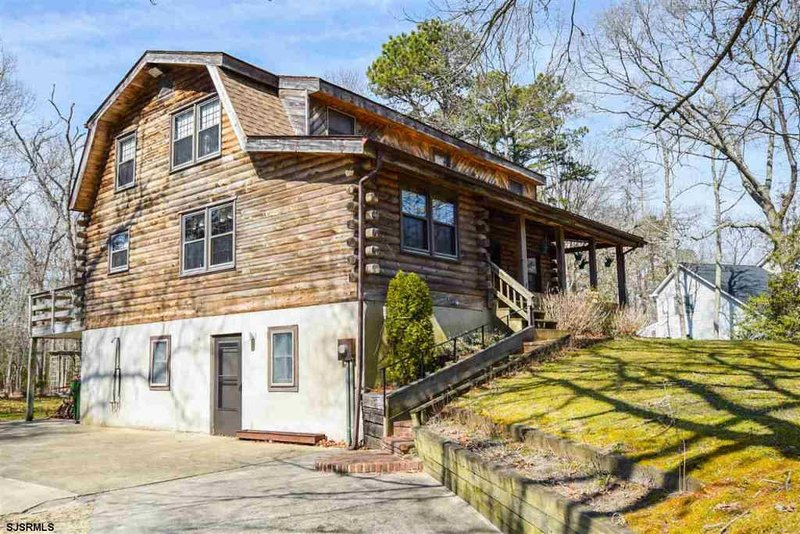 Beautiful Large Log Home Min From Beaches, vacation rental in Egg Harbor Township