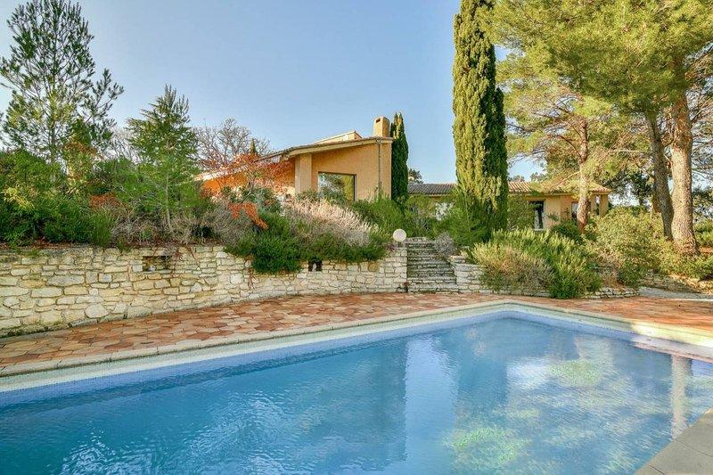 Venez passer un séjour inoubliable dans notre maison . Vue de la piscine 10 x 5 chauffée