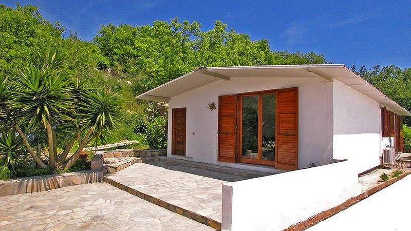 Casa Assuma A external view apartment with shared pool and ocean view close to Sorrento and Positano