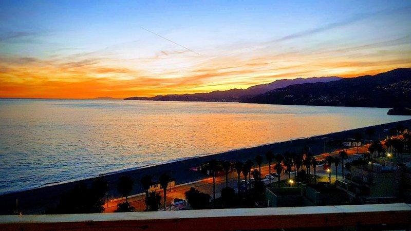 Magnifique appartement 2 chambres en bord de Méditérannée, holiday rental in Salobrena
