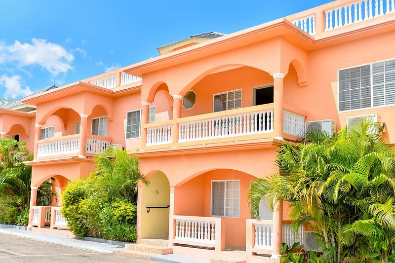 SeaView Apartments, Negril - Fully Serviced One Bedroom Apartment II, vacation rental in Negril