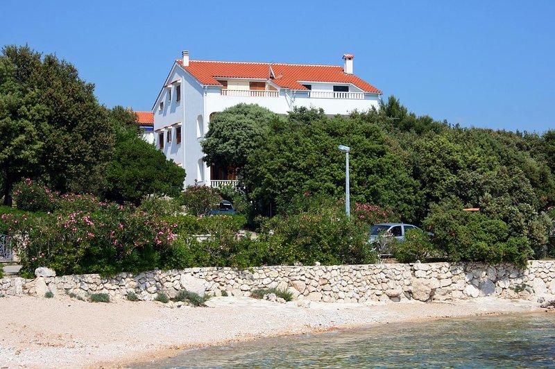Two bedroom apartment Mandre, Pag (A-6518-d), casa vacanza a Olib
