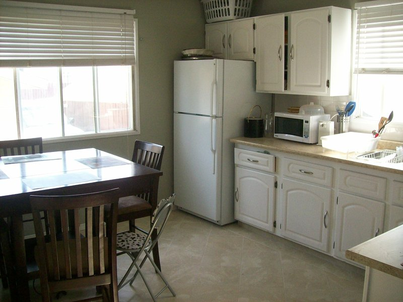 Private Suite Closet to Airport, holiday rental in Airdrie