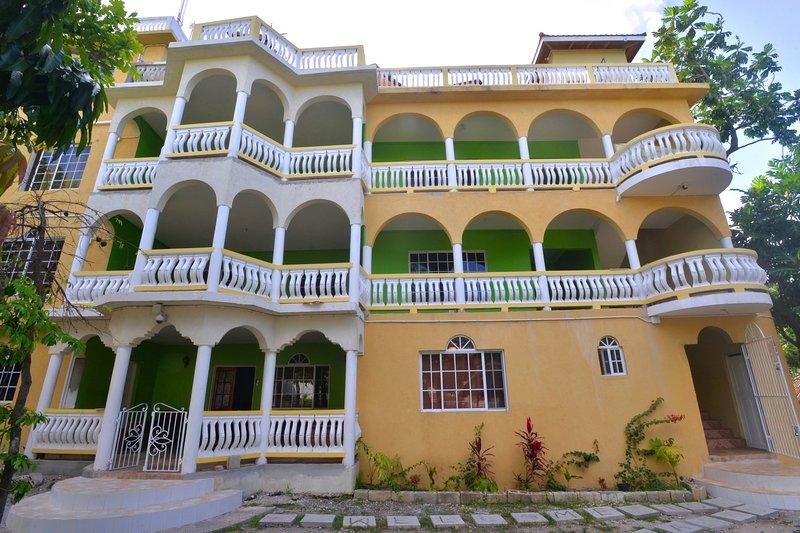 Takuma Montego Bay Jamaica -Banana Bush Villa  Suite, vacation rental in Rose Hall