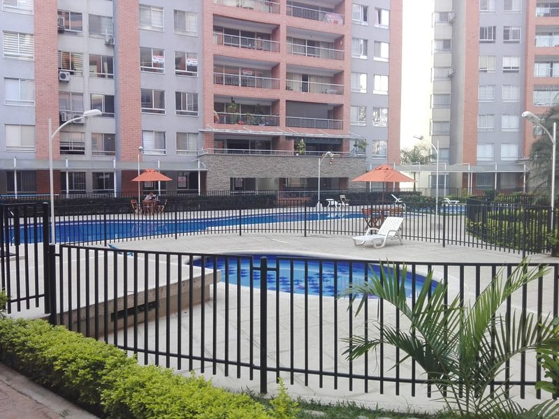 Spectacular Deluxe Apartament in Ciudad Jardin Cali, Valle Colombia, holiday rental in Valle del Cauca Department