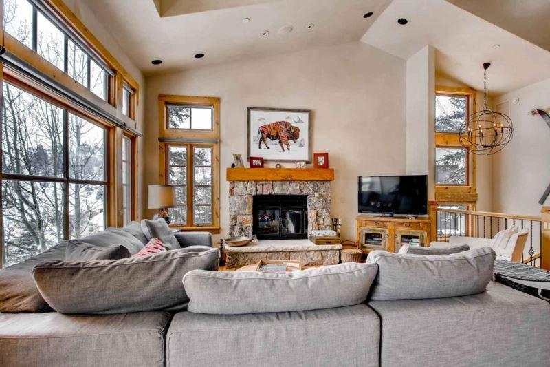 24-Meadows-Court-Beaver-Creek-large-007-17-Living-Room-1500x1000-72dpi.jpg