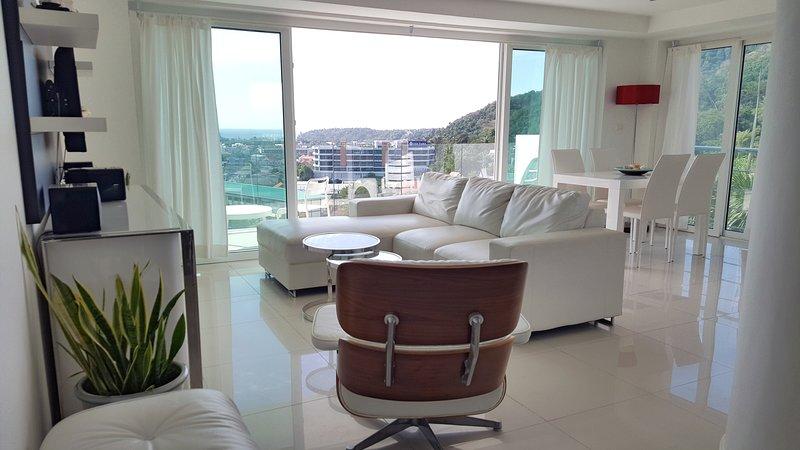 2BR Sea View Modern Apartment in Kata, vacation rental in Ban Kata