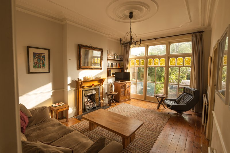Beautiful, large 2-bed, Garden Flat. Classic English style, vacation rental in Harringay