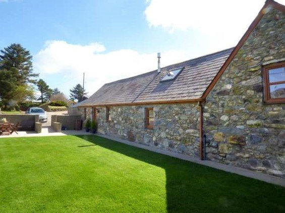 Llyn Holidays Cae Garw Barn, stunning views! Abersoch 15mns, Superfast broadband, holiday rental in Abersoch