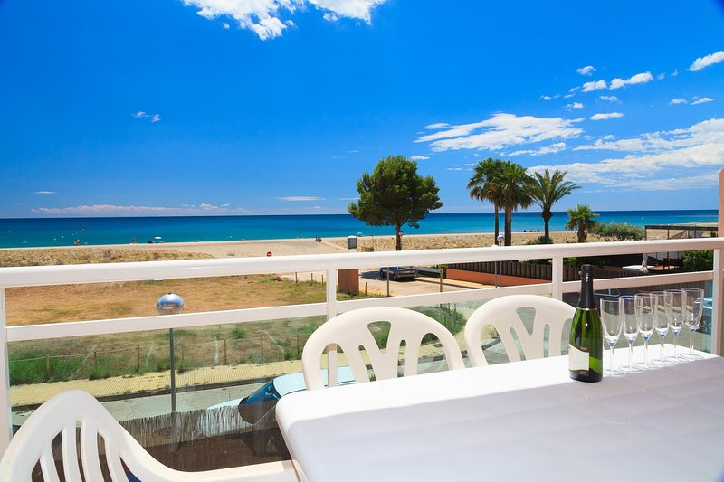 Apartamento Complejo Familiar 1ª Linea · UHC ARCO DEL SOL 277, vacation rental in L'Hospitalet de l'Infant
