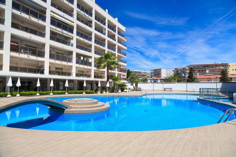 UHC MICHELANGELO 231: Nice apartment in the center of Salou, by the main beach!, holiday rental in Tarragona