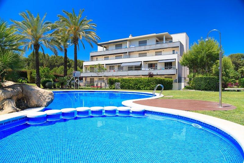 UHC SALOU VILLA FAMILY COMPLEX: Fantastic high standard pent house apartment!, holiday rental in Tarragona