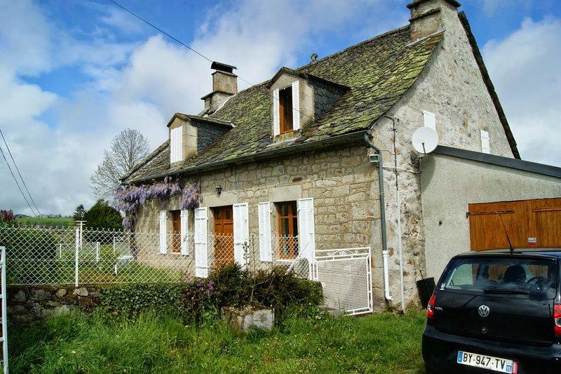 Big house with mountain view & Wifi, aluguéis de temporada em Saint-Bonnet-de-Salers