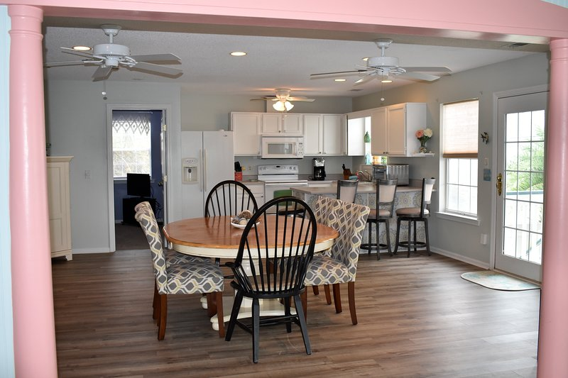 The Delphi Cottage, Spacious, Oceanview 4 bedroom home, holiday rental in Tybee Island