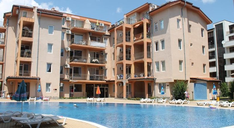 2 Bed Apartment with Roof Terrace, 10 minute walk to beach and night life – semesterbostad i Sunny Beach