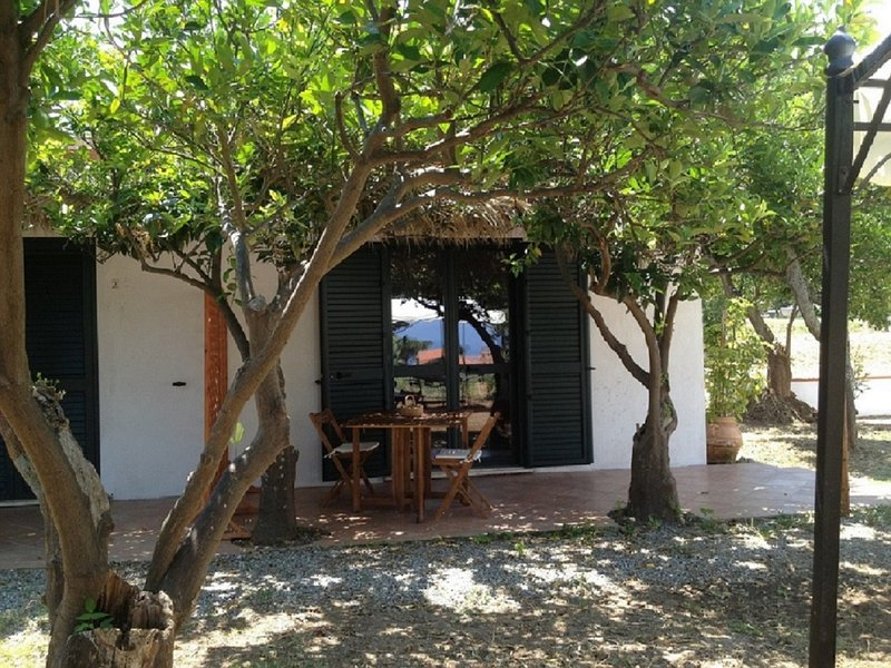 Casa vacanze in campagna a 400m dal mare, vacation rental in Parghelia