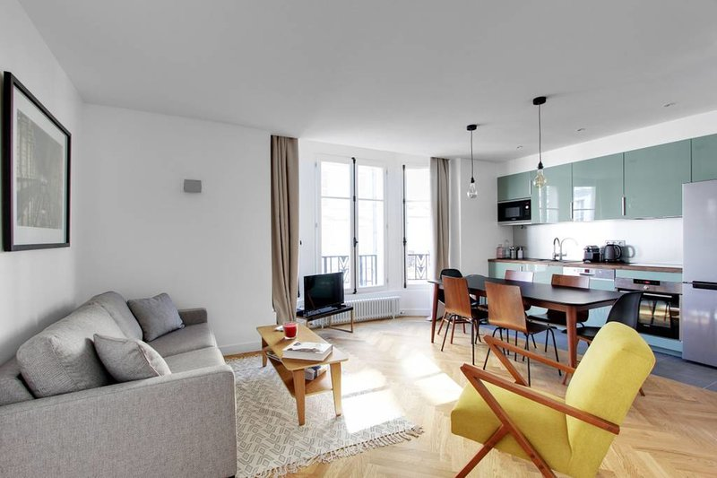 An Amazing 2BDR/2BR in St-Michel/Notre Dame, holiday rental in Paris