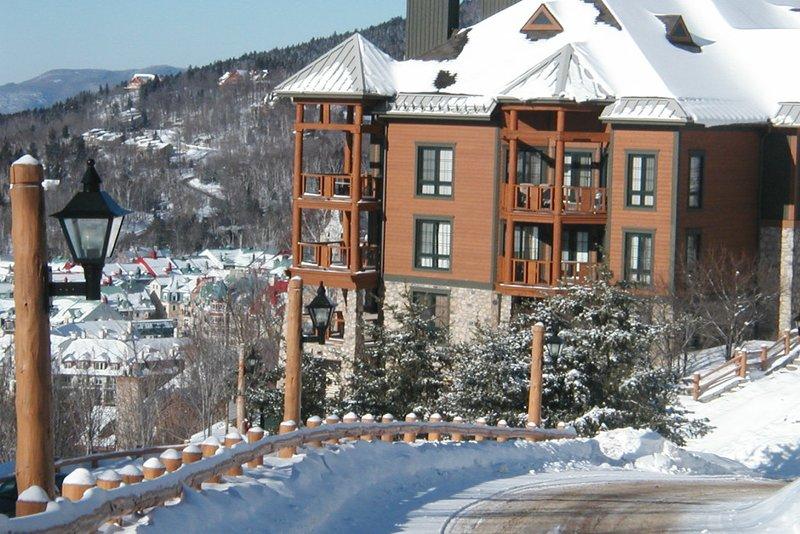 Vista del pueblo desde el complejo
