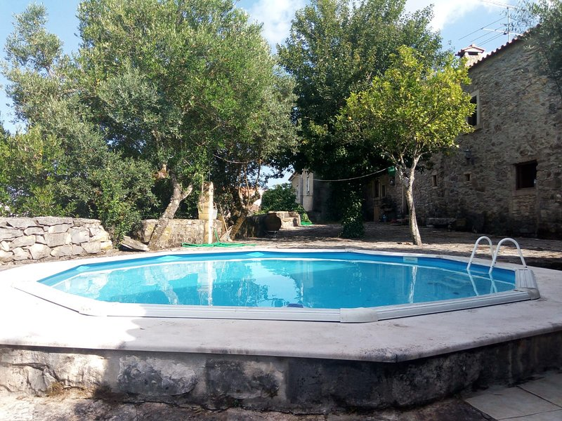 Nice villa with swimming-pool, holiday rental in Olival