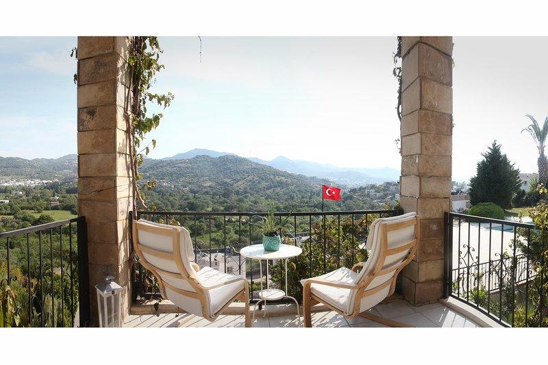 Cozy Summer House w/Stunning Panoramic View in Yalıkavak, vacation rental in Yalikavak
