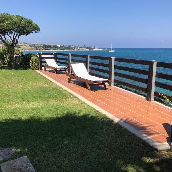 Villa sul Mare , ampio giardino , barbecue, casa vacanza a Vibo Valentia