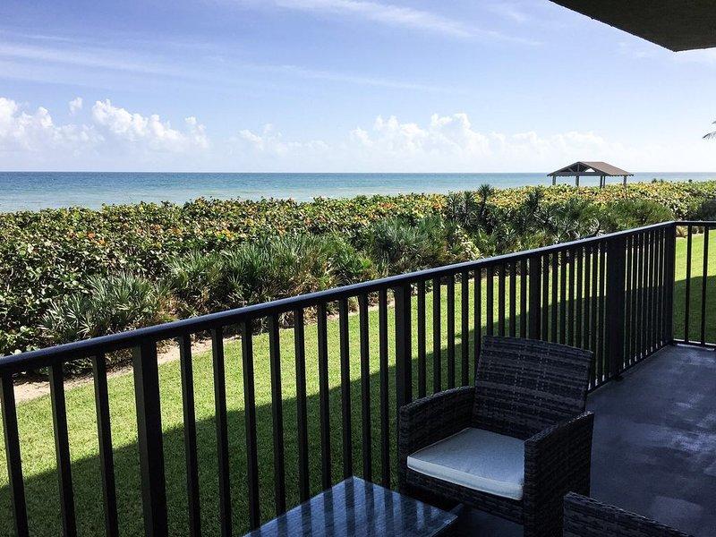Quiet condo on the Atlantic Ocean, location de vacances à Hutchinson Island
