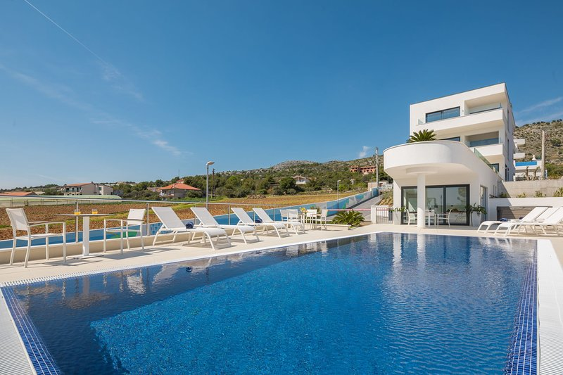 Luxury Apartment Nautica with Pool I, vacation rental in Seget Vranjica