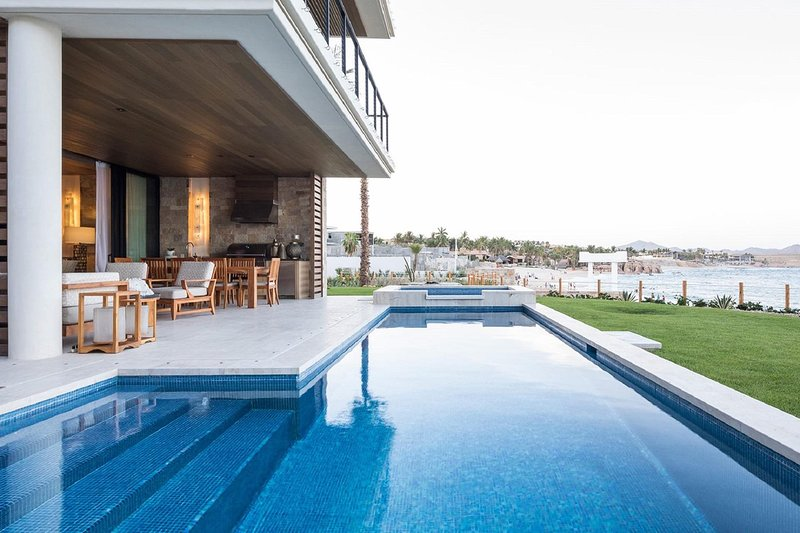 Spacious Tropical Villa w/ Ocean Views, Pool Access, Fitness Room & Restaurant, holiday rental in El Zacatal