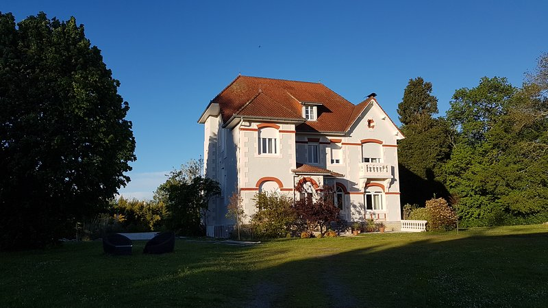 Art Deco 'La Villa Russe' in Bearn/Basque country, holiday rental in Sauvelade