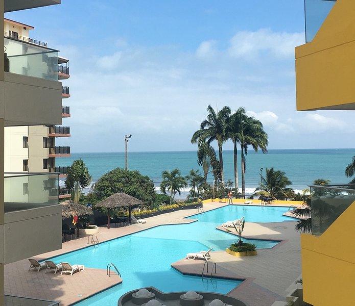 TONSUPA Beach, 3BDR A/C Apartment great view Sleeps 9, aluguéis de temporada em Província de Esmeraldas