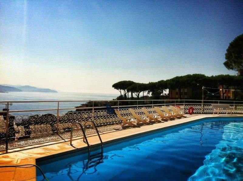 Splendido appartamento in Residence 'Portofino Est' con vista mozzafiato, holiday rental in Rapallo