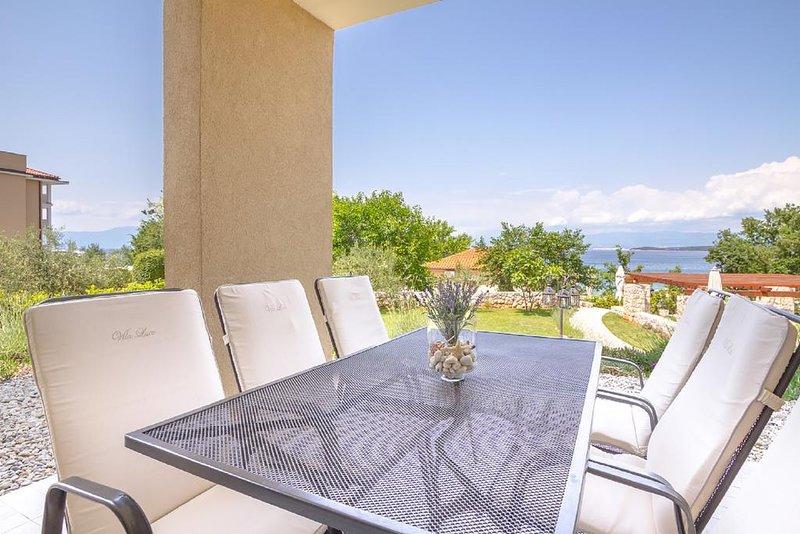 Two-Bedroom Apartment with Sea View #1 Villa Luce, alquiler vacacional en Malinska