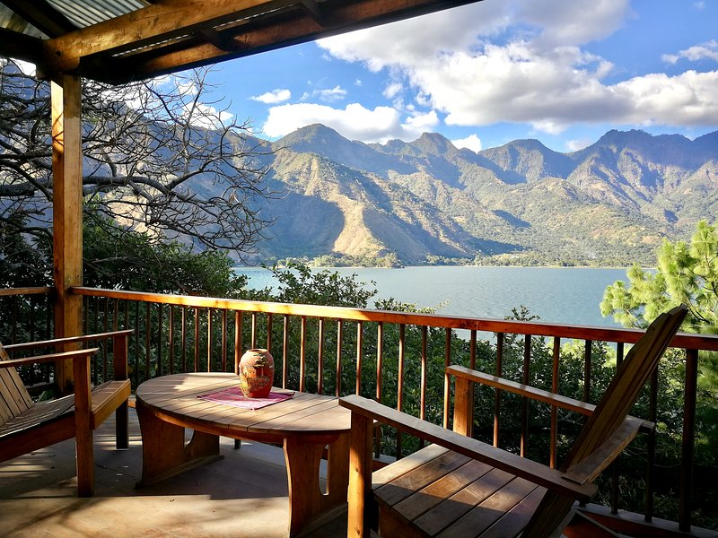 Lakefront Chalet | Hotel Chi-Ya, vakantiewoning in Solola Department