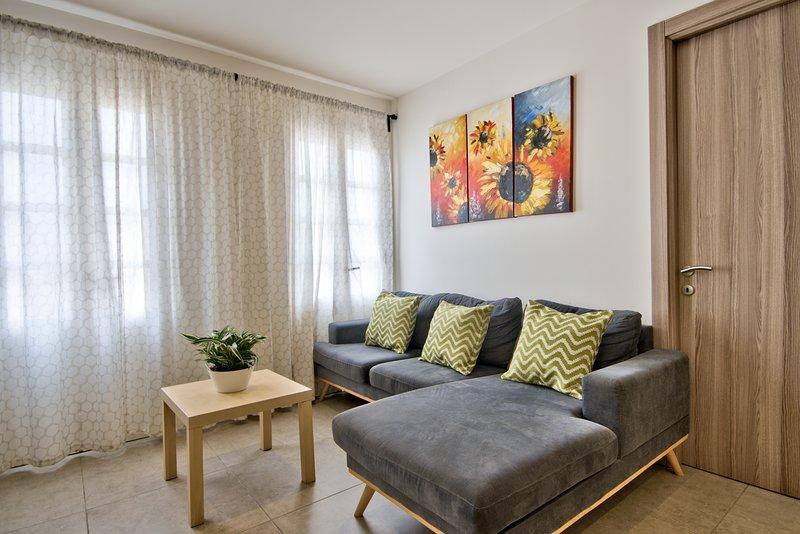 Minutes Off the Strand Gzira 3-bedroom, aluguéis de temporada em Il Gzira
