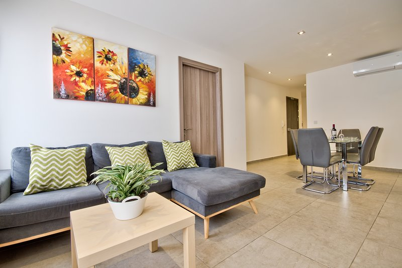 Fantastic, off the Strand, Gzira 3-bedroom Apt, vacation rental in Mqabba