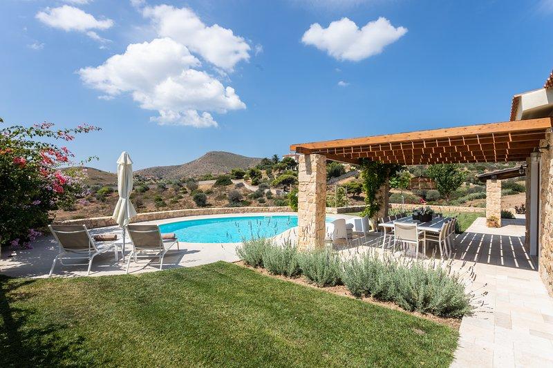 Chic Mediterranean Villa near Anavyssos, vacation rental in Anavyssos