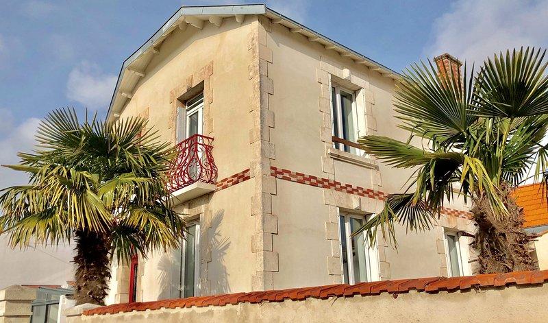 Maison de caractère rénovée (5 mn. à pied du centre-ville), casa vacanza a Nieul sur Mer
