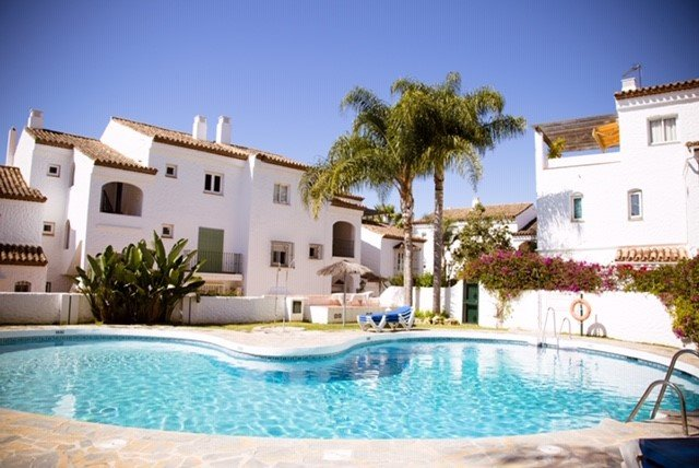 One Bedroom Newly Refurbished Apartment located in Benavista, vacation rental in Benamara