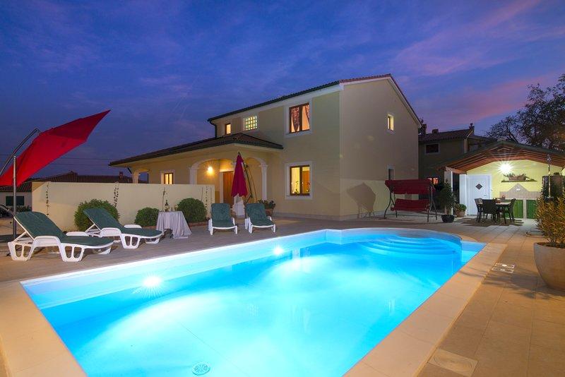 Villa Monica with private pool and 4 bedrooms, location de vacances à Vodnjan