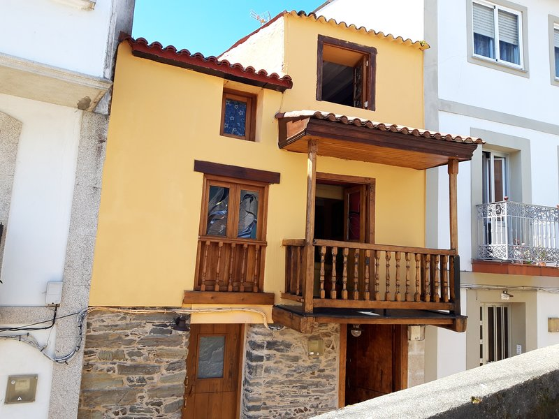 Nice house with sea view & terrace, vacation rental in Pontedeume