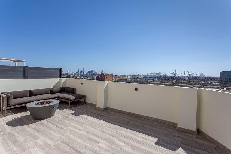 ApartUP Marina Penthouse. WiFi + A/A + Barbacoa, holiday rental in Barx