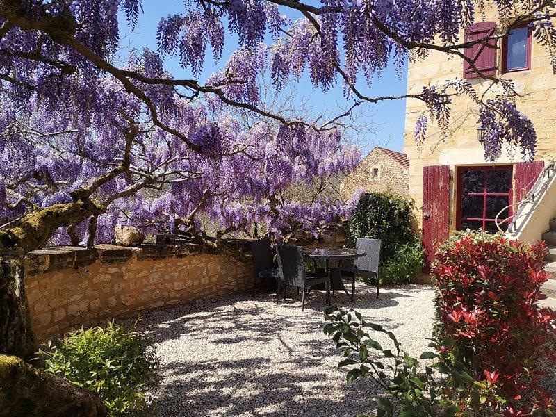 appartement independant situé dans une magnifique demeure ancienne, aluguéis de temporada em Grolejac